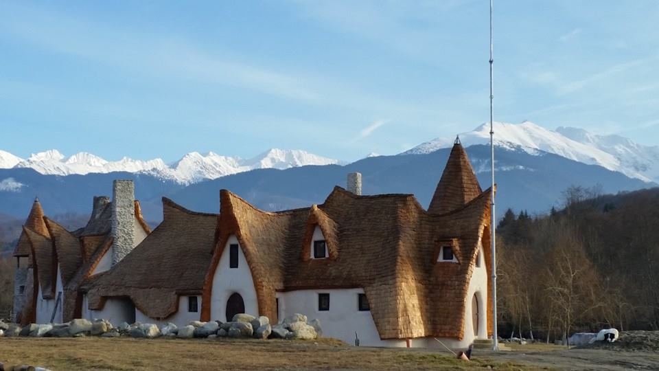 castelul-de-lut-valea-zanelor-porumbacu-de-sus-01.jpg