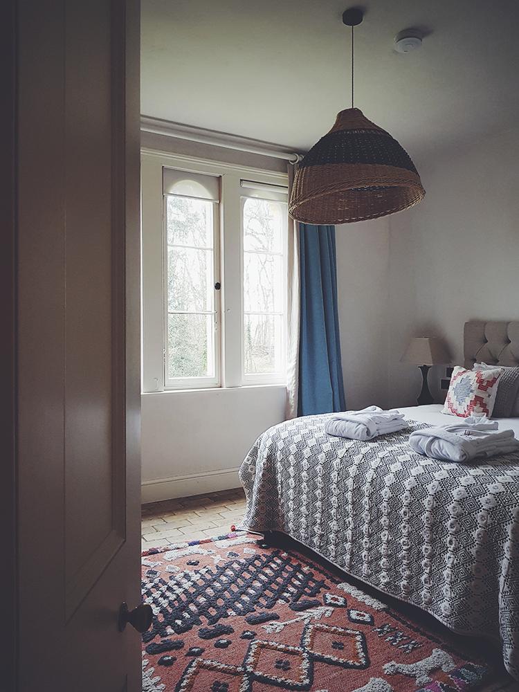 alidover_wilderness_6ft_bedroom_phone.jpg