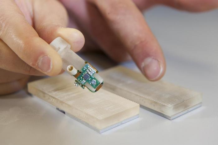 The bionic fingertip has enabled an amputee to distinguish between different textures in real-time with 96% accuracy.   Image credit: Hillary Sanctuary/EPFL