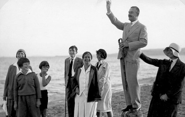 homas Mann et sa famille sur la plage de Nidden (Nida) en 1930