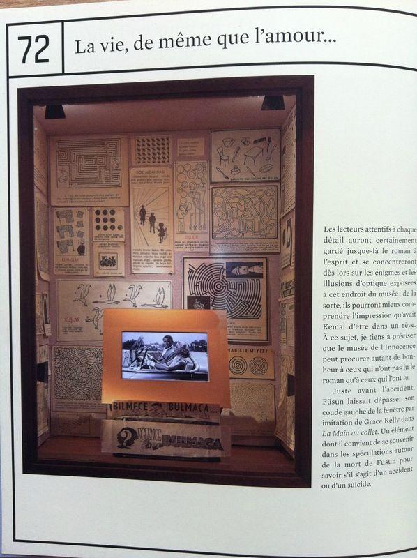 Photos du  Musée de l'innocence  de Refik Anadol. Page du livre d'Orhan Pamuk,   L'innocence des objets  , Gallimard, 2012.