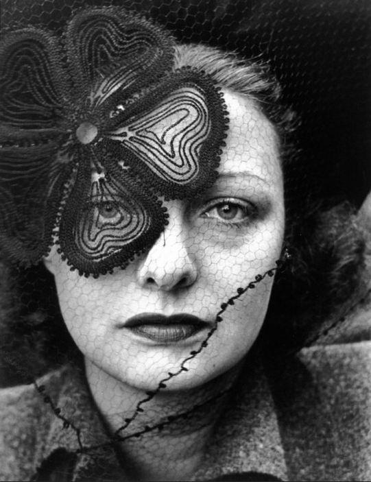 Alfred Eisenstaedt. Chapeau Lilly DAché. Couverture de Life, 1937