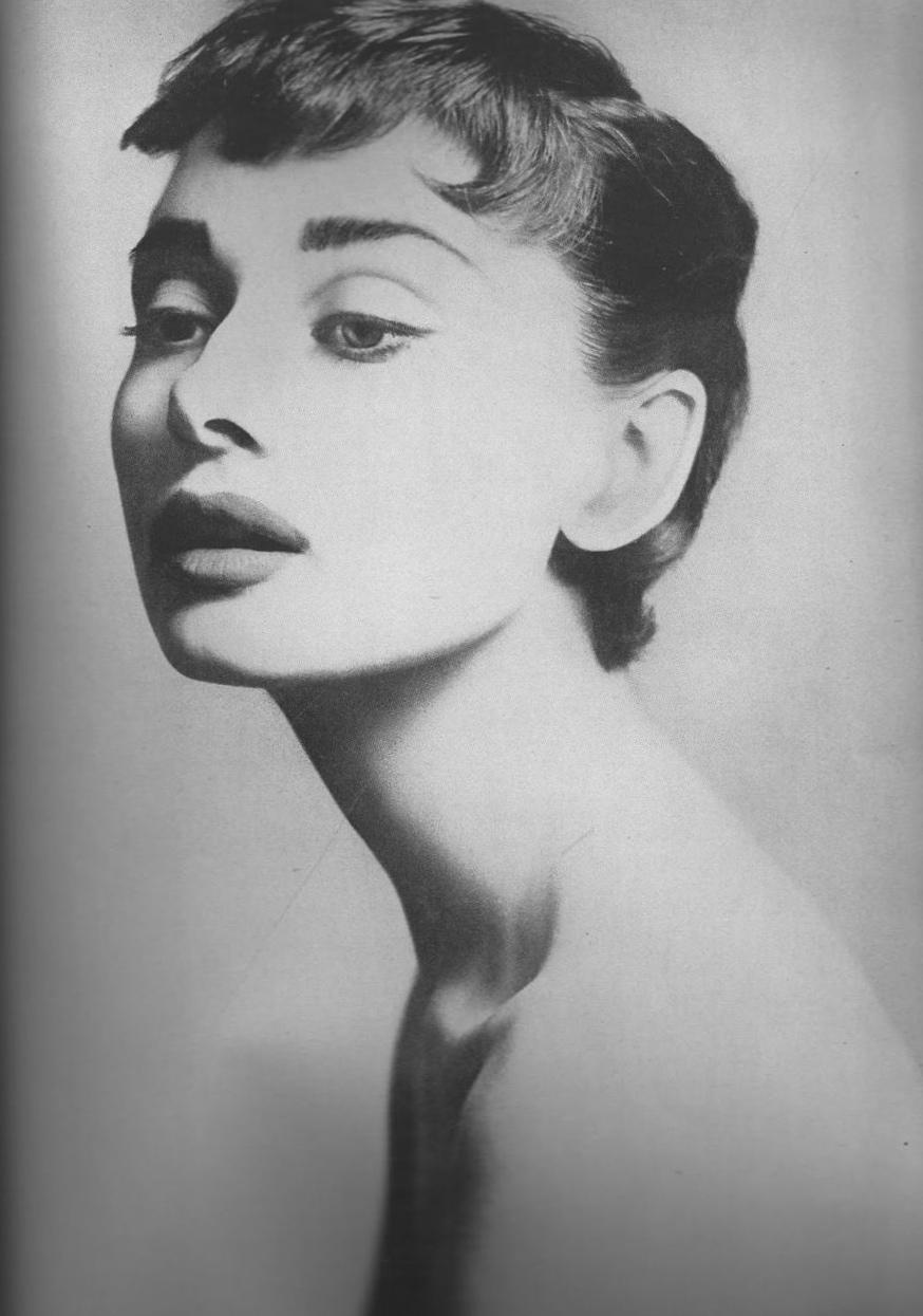 Audrey Hepburn, par Avedon. 1953