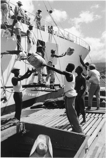 Denise Colomb , Dockers aux Antilles. s.d. Médiathèque de Charenton-le-Pont