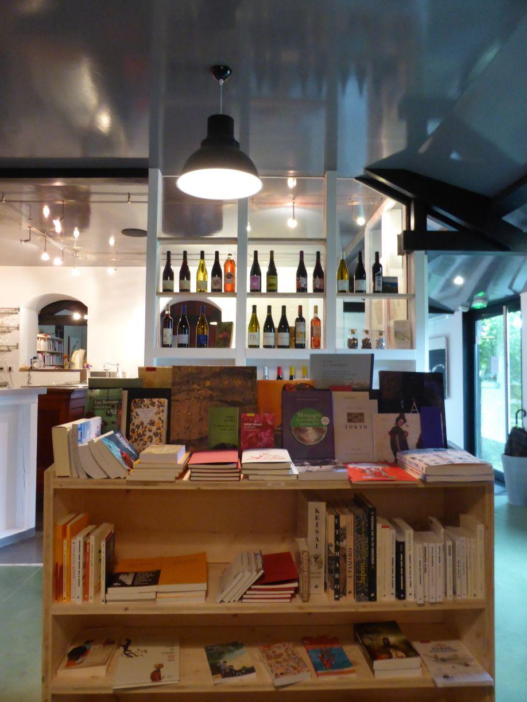 L'Arbre vagabond, bar à vins-librarie, au lieu-dit Cheyne, sur la commune du Chambon-sur-Lignon