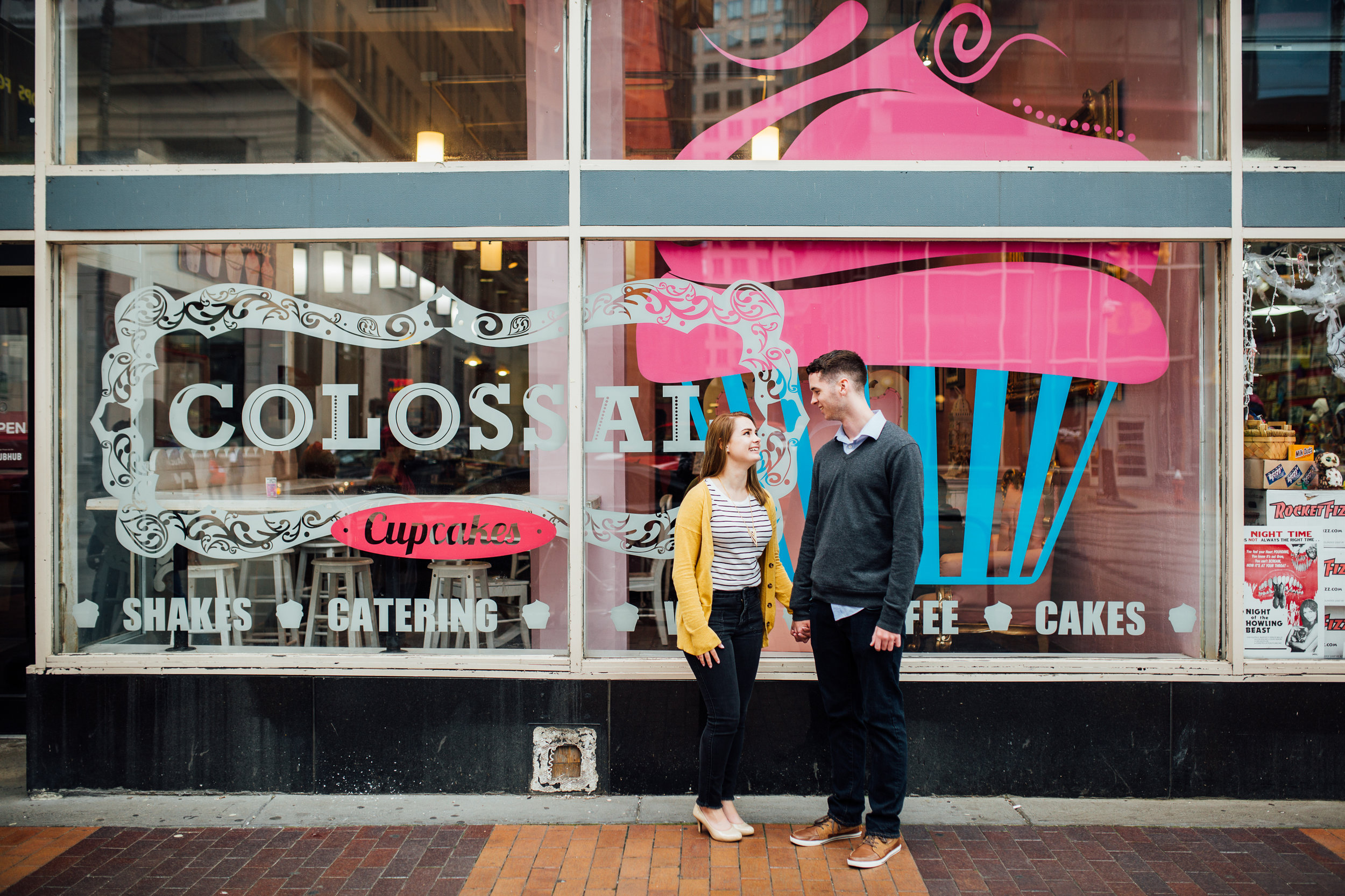 Cleveland, Ohio // lifestyle and documentary wedding and engagement photographer // Carrie Hall Photography // Colossal Cupcakes