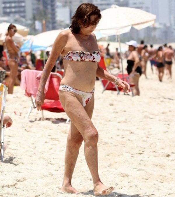aos-71-anos-betty-faria-usa-biquini-em-praia-carioca447a0bce75b77842ba290d7d0f00916a.jpg