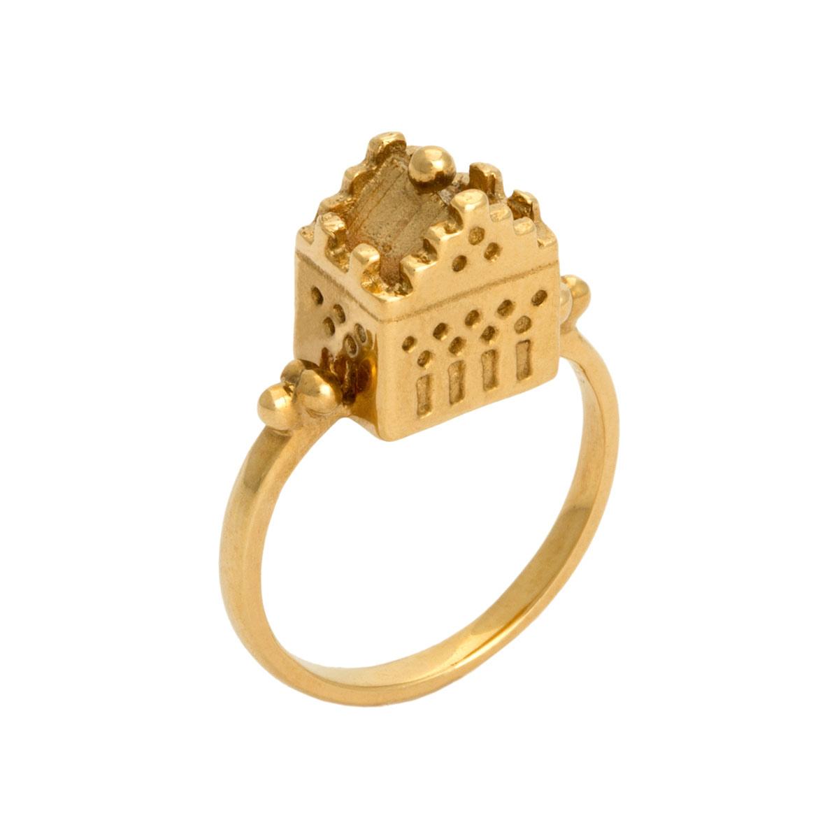 chloe-lee-carson-hoyz-palace-ring.jpg