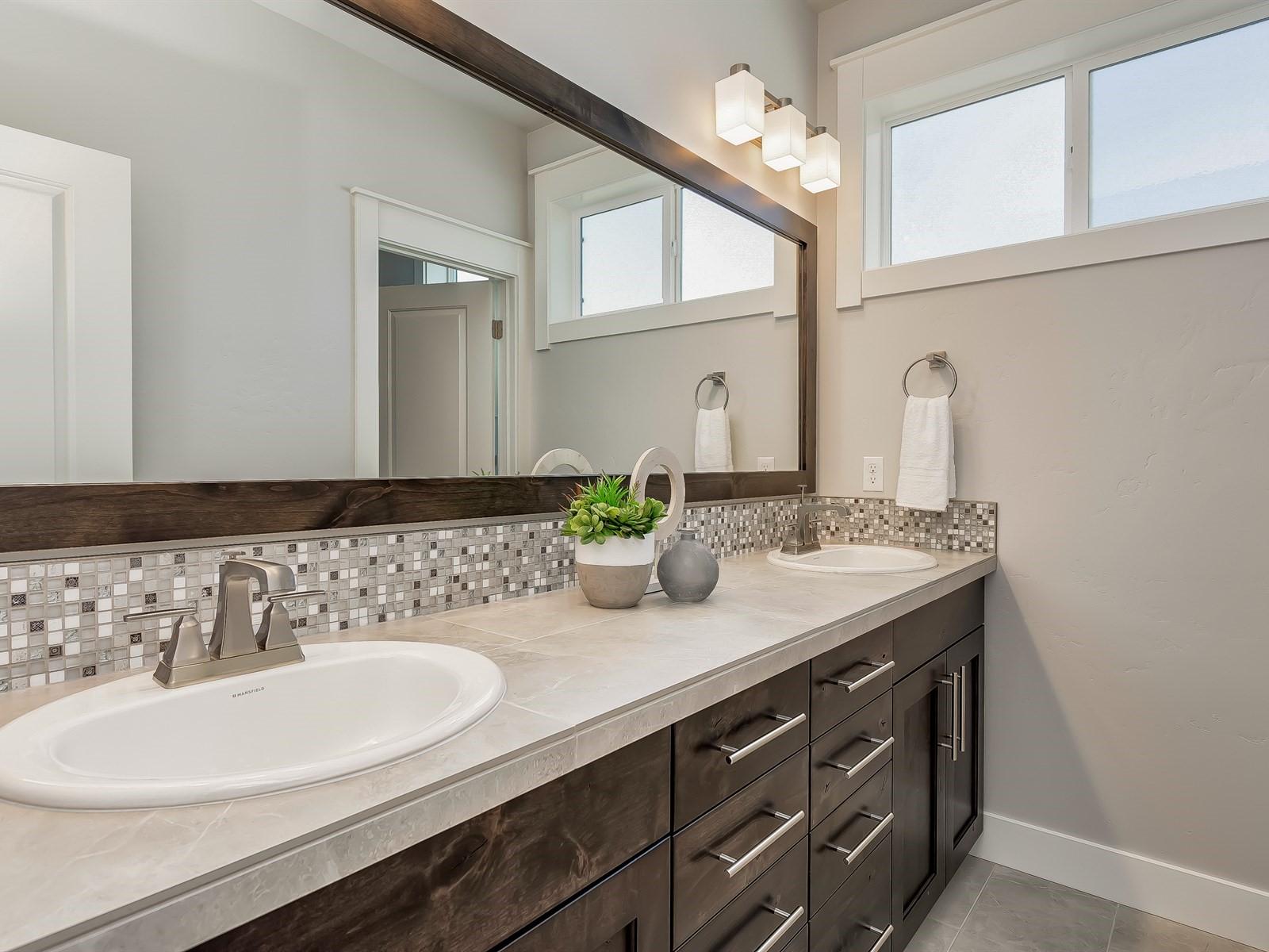 027_Bathroom .jpg