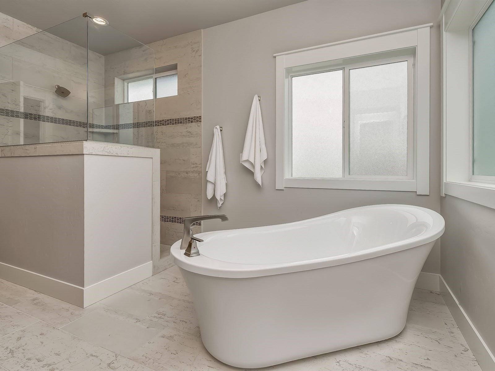 038_Master Bathroom .jpg