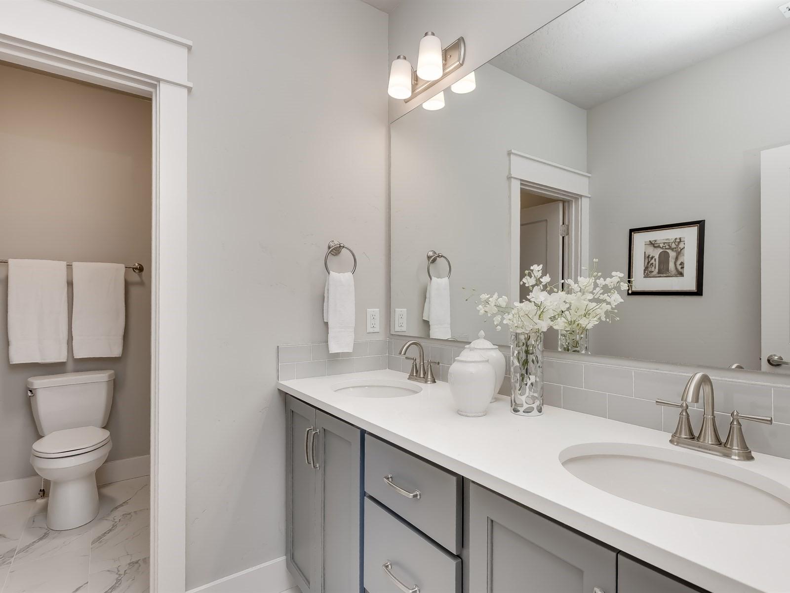 030_Bathroom .jpg