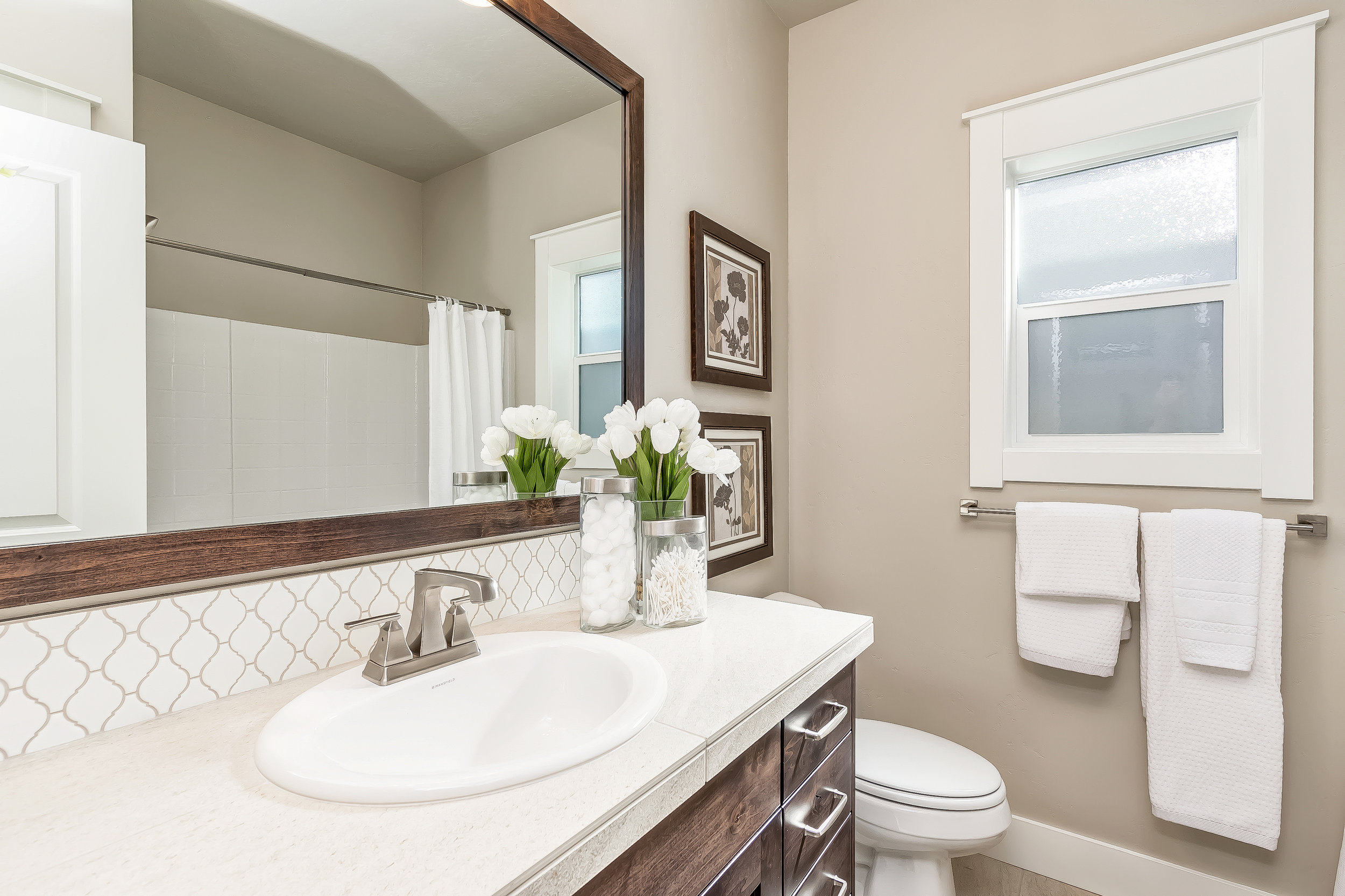 008_Bathroom .jpg