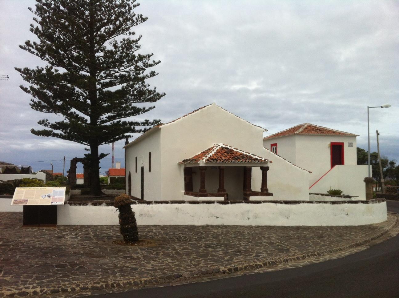 The small church ofde Nossa Senhora dos Anjos,Baìa dos Anjos, Santa Maria