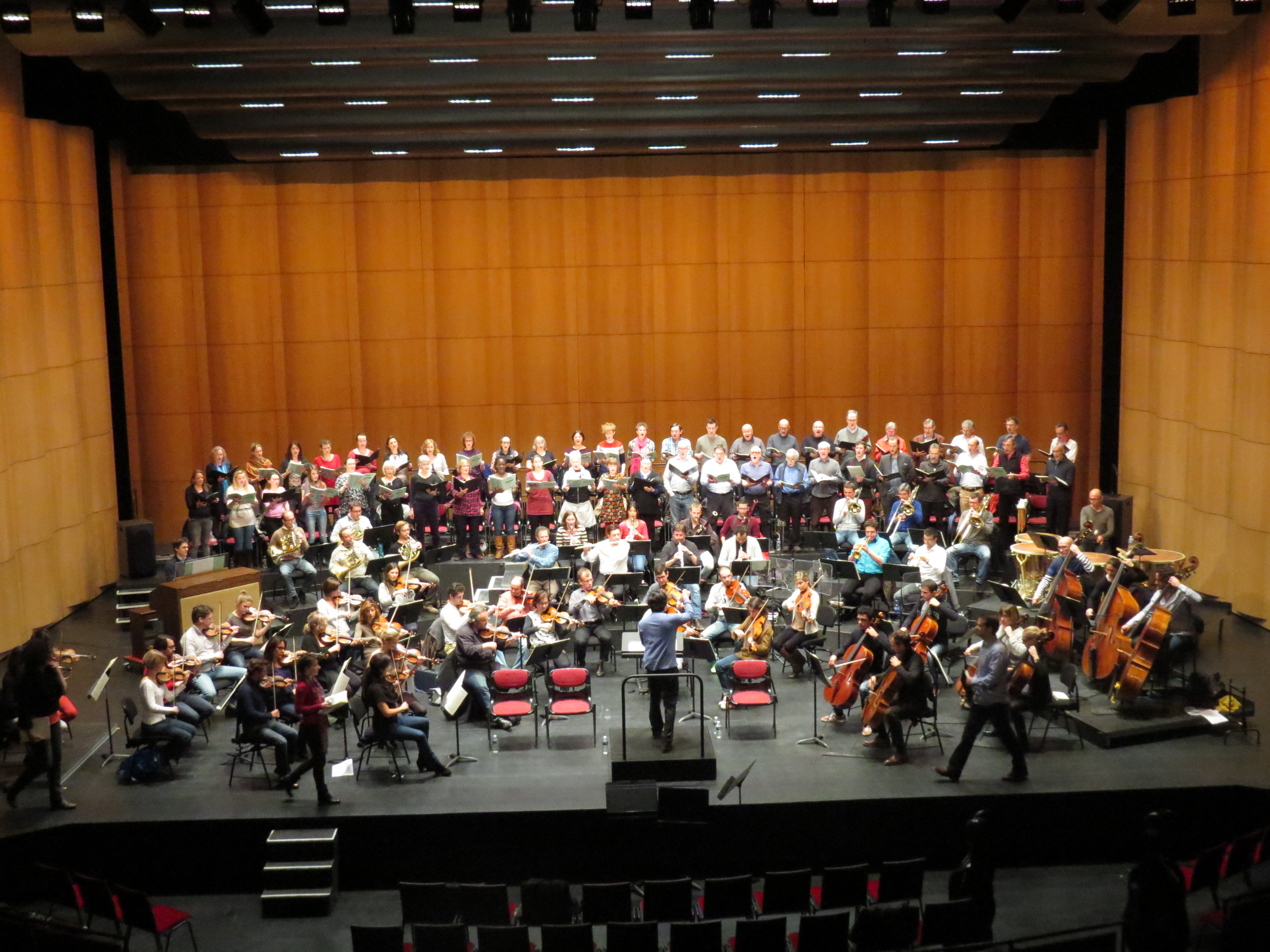 Kazuki Yamadi conducts The Purcell Singers in rehearsal