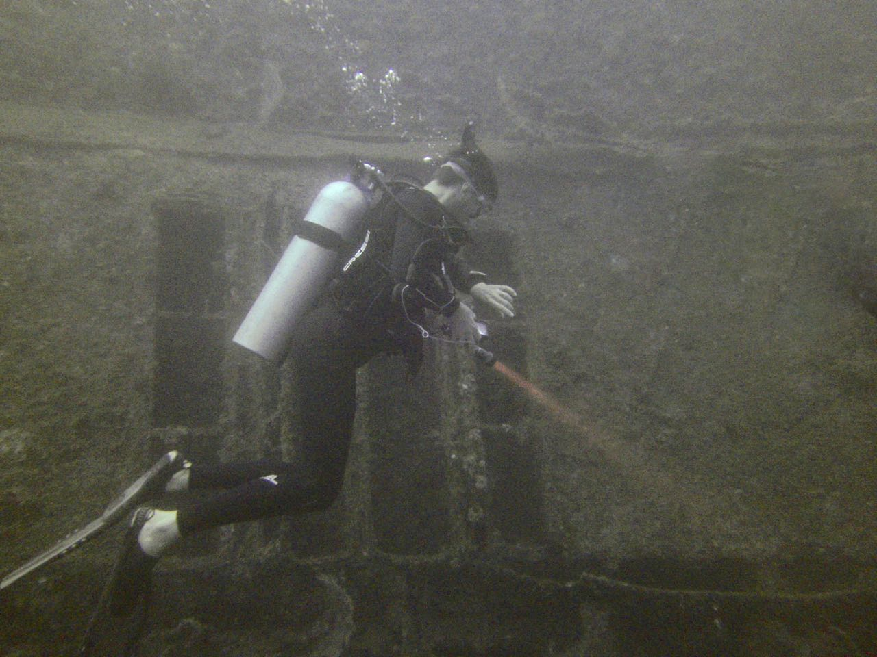 Andrew checks his watch to keep track of our dive time and nitrogen absorption.