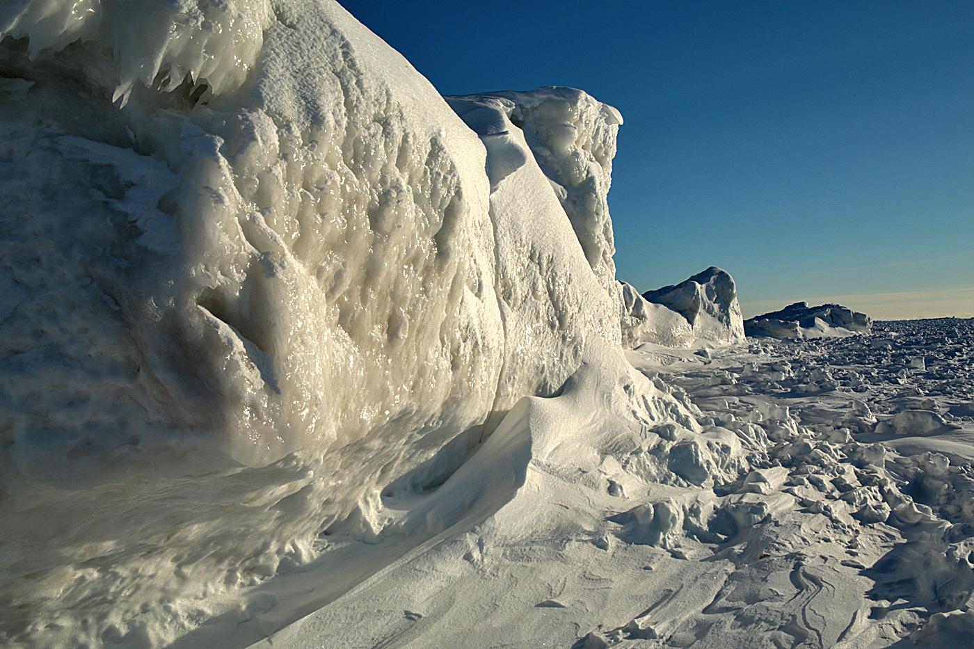 betsie bay ice cliff#2.jpg