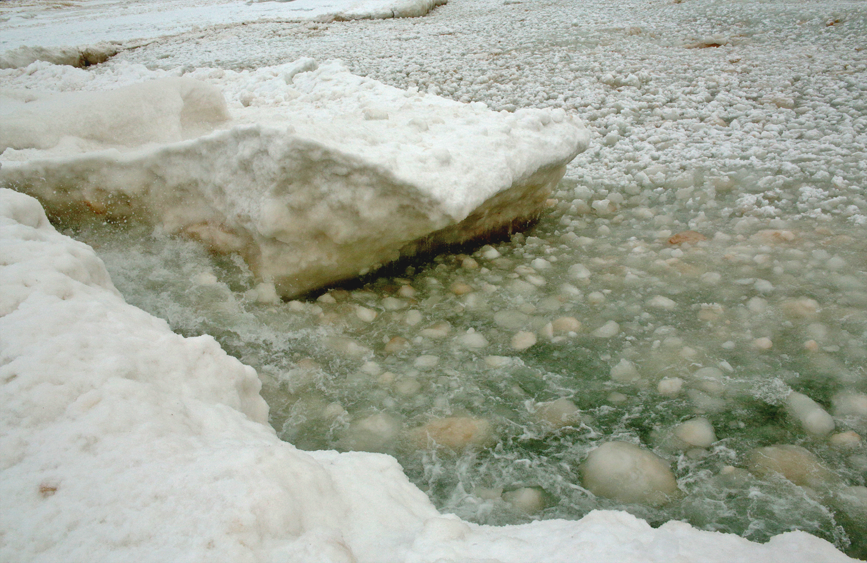 elberta pier ice #3.jpg