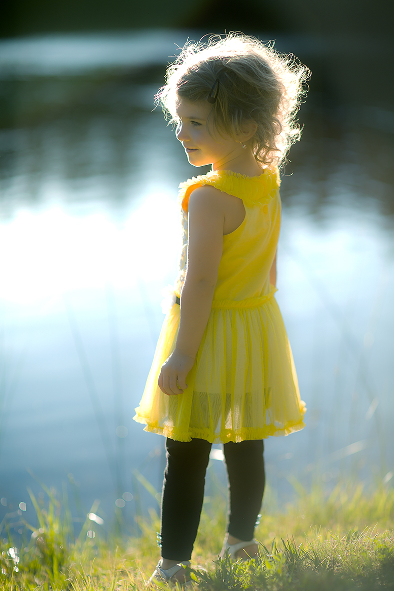 yellow dress girl(WEB).jpg