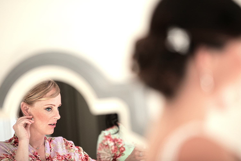 brides maid mirror reflection(WEB).jpg