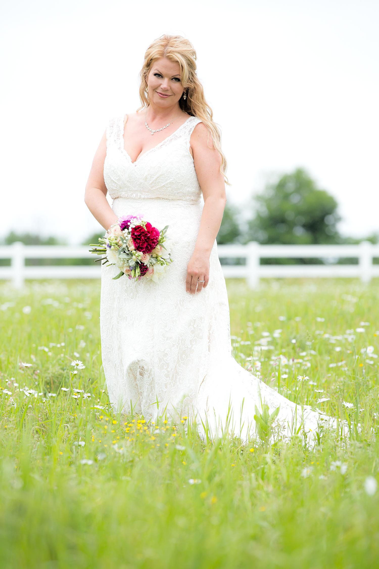 bride field flowers(WEB).jpg