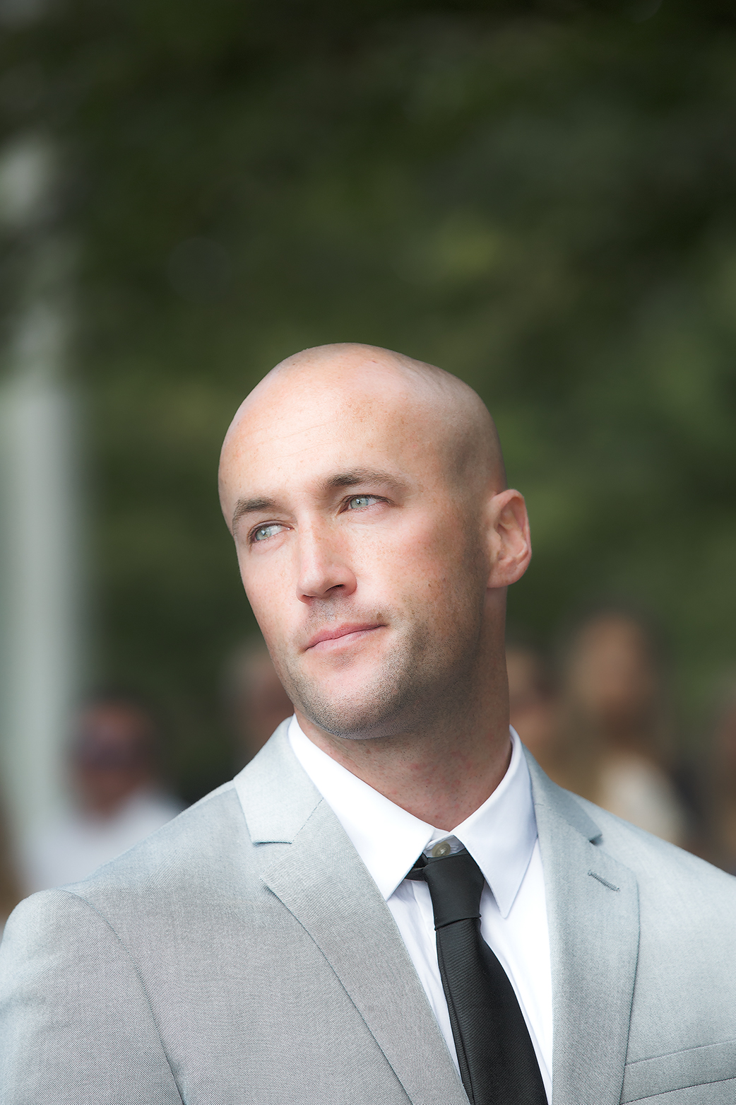 groom gaze(WEB).jpg