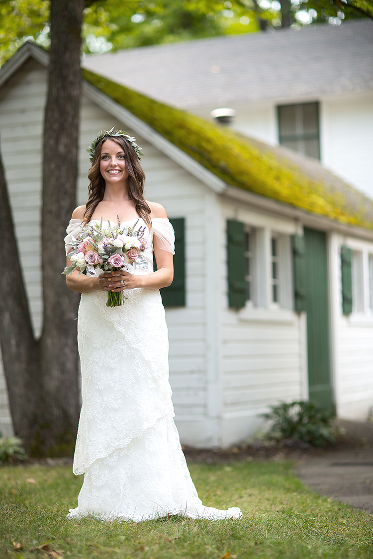 holds bouquet at cabins(WEB).jpg