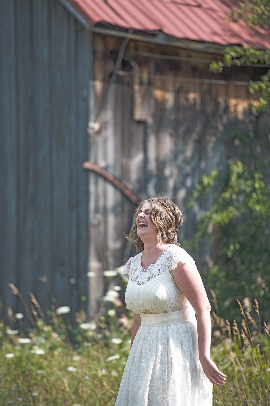 bride laugh at barn(WEB).jpg