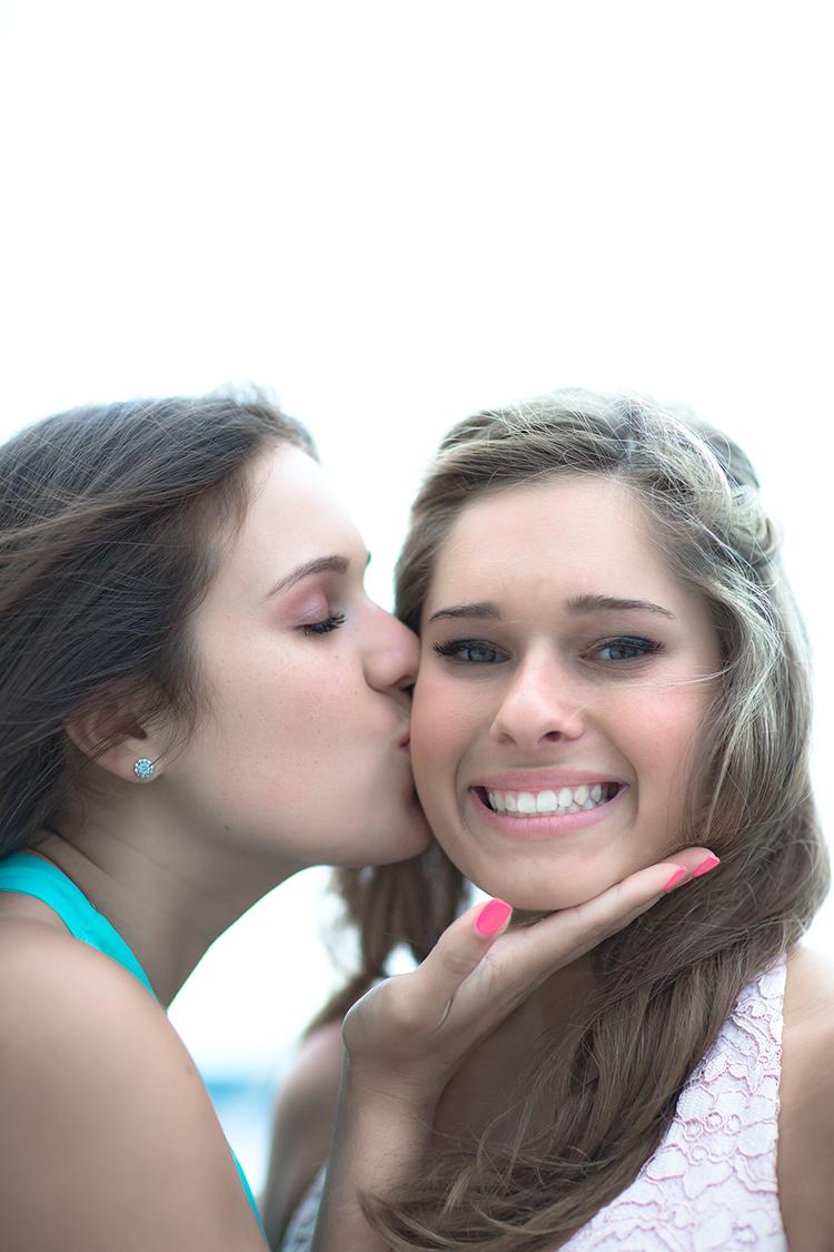 kiss cheek ship(WEB).jpg