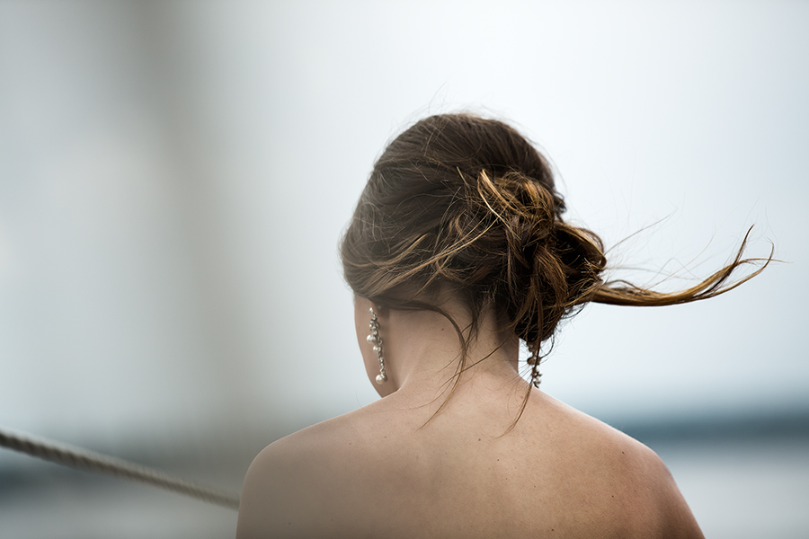 wind grab hair(WEB).jpg