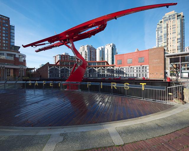 Roundhouse crane