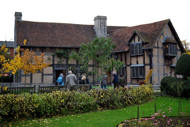 Back of Shakespeare's birth house, showing the additionfor the Inn
