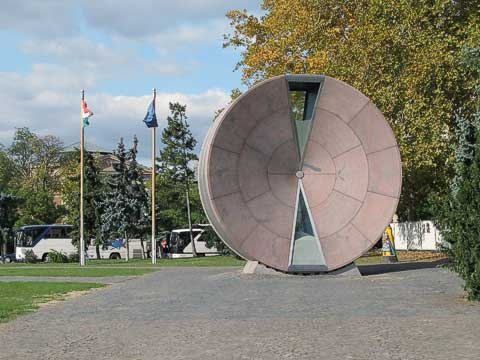 The Time Wheel (Időkerék) was created to commemorate when Hungary joined the European Union in 2004. It has enough sand to last one year, and was to be rotated 180° to restart it at the beginning of the year. Unfortunately, condensation clogged the sand, which stopped flowing.