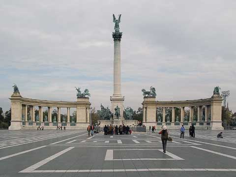 Heroes' Square (Hősök tere) was yet another monument built for the 1896 Millennium Exhibition. It contains statues and scenes from the lives of the greatest Hungarian heroes, including St. István, Béla IV, Mátyás Corvinus (after whom Matthias Church was named), and other people whose names you see on many of the streets and squares. The five statues on the right colonnade used to have Hapsburg rulers, but the Hungarians took the opportunity to replace them with Hungarian heroes when WWII damage was repaired.
