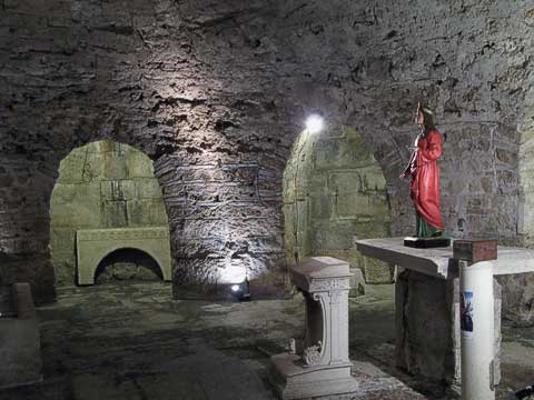 This crypt was originally a cellar used to level out Diocletian's mausoleum. It was later turned into a chapel by Christians.
