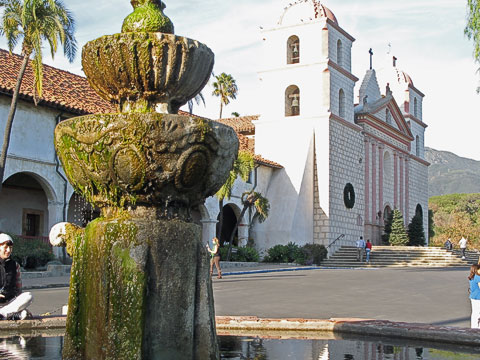 Fountain in front of the mission and the entrance to the main chapel.