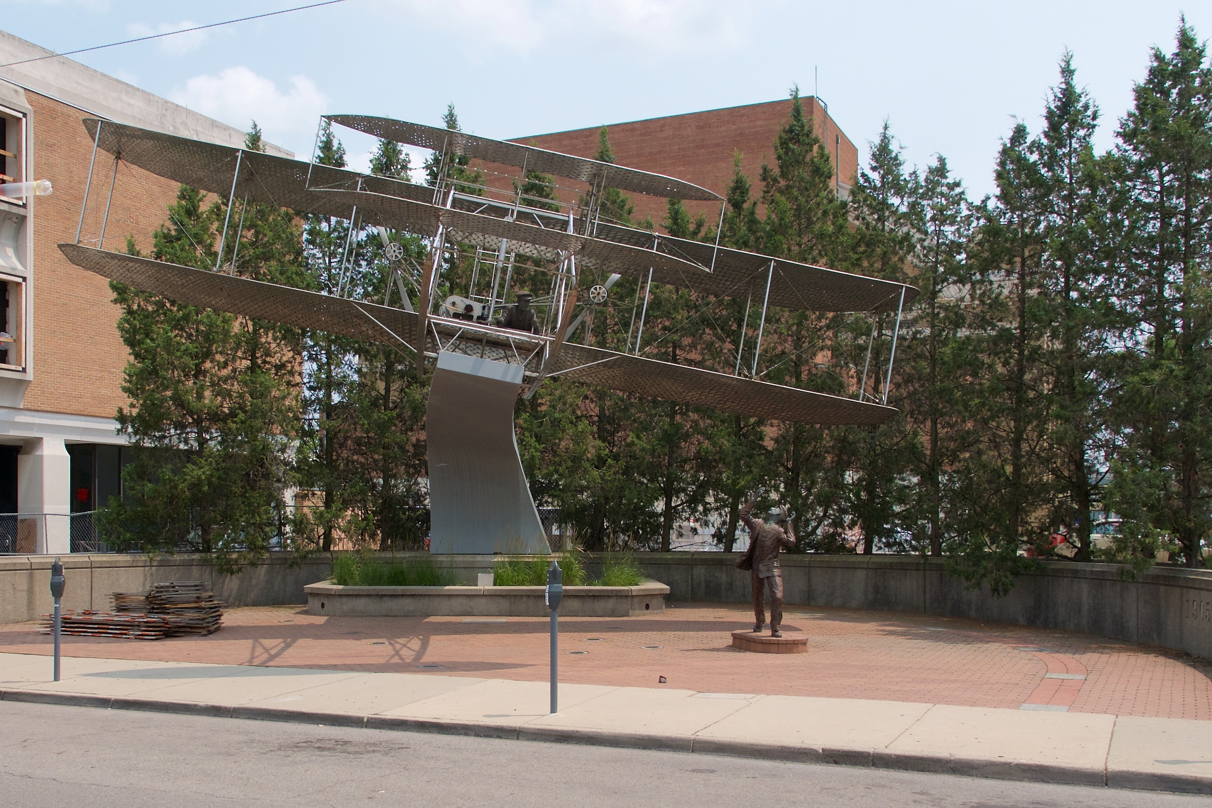 Wright flyer statue