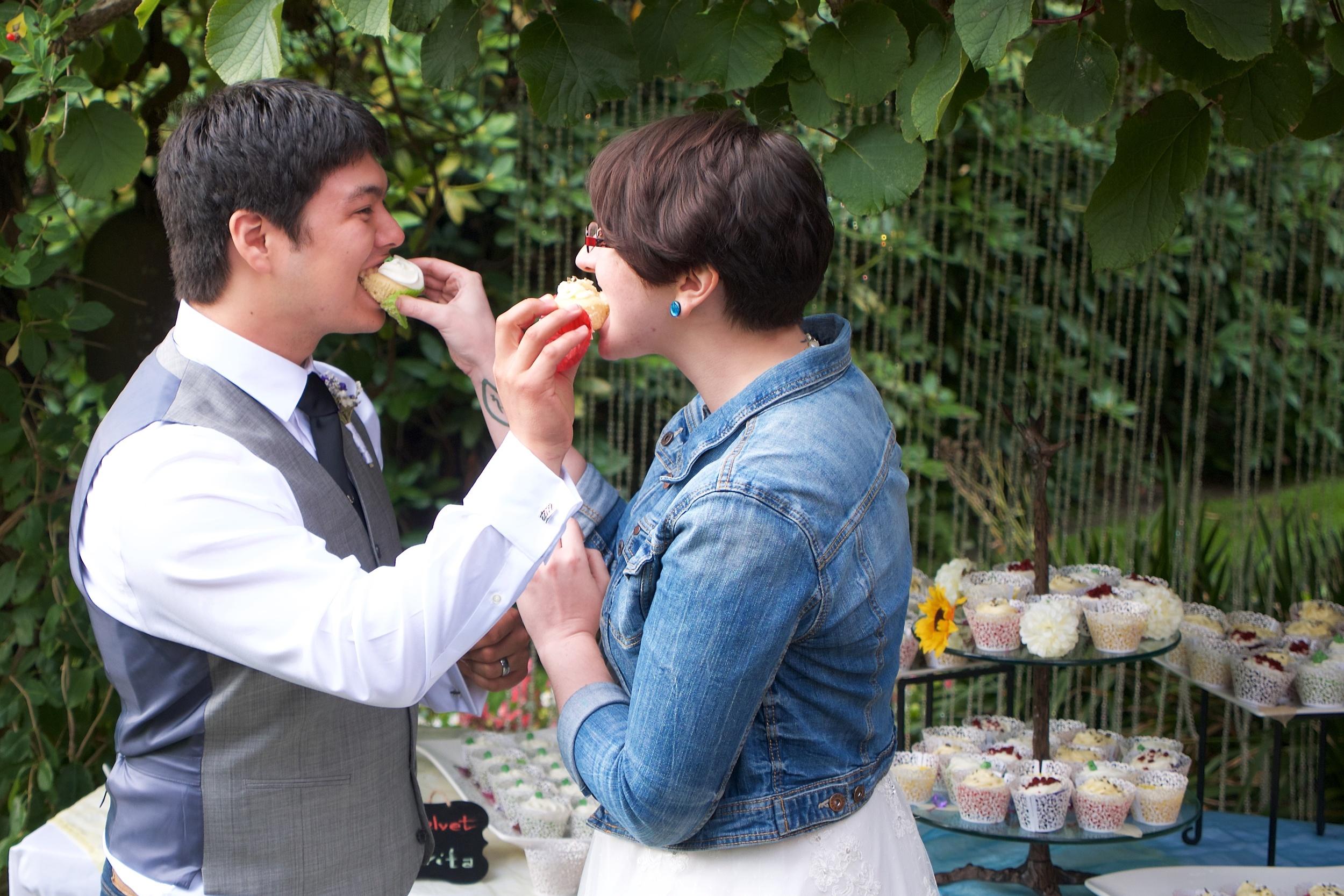 Exchanging cupcakes
