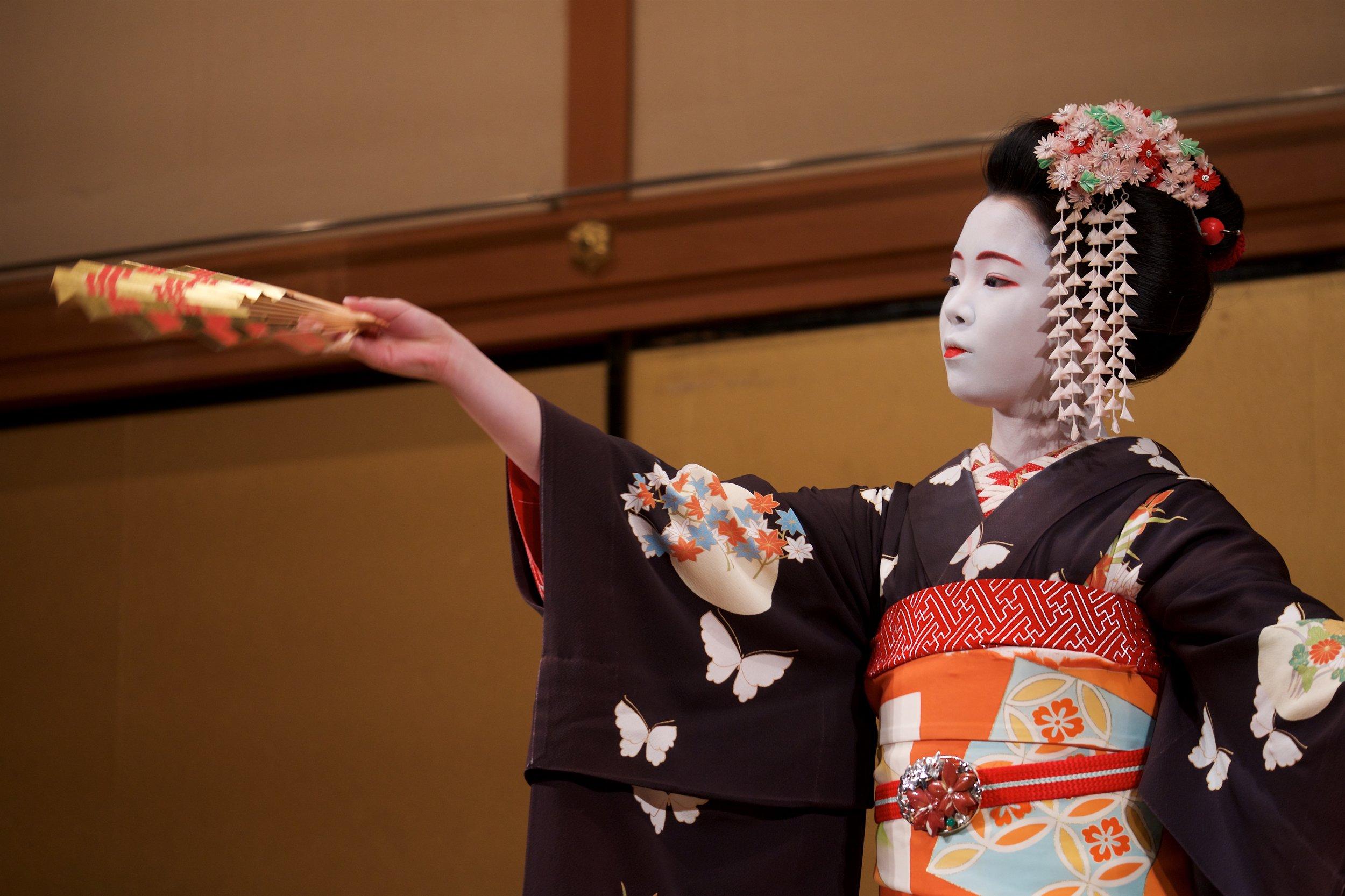 Maiko performing Kyomai