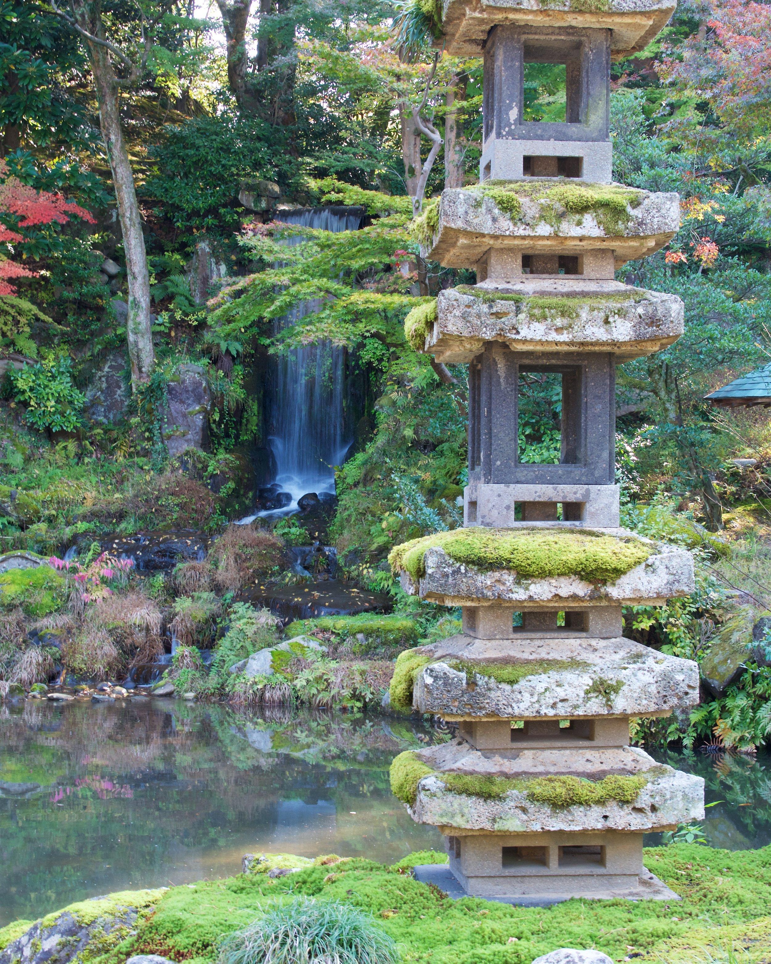 Kaisekito Pagoda, Midoritaki Waterfall
