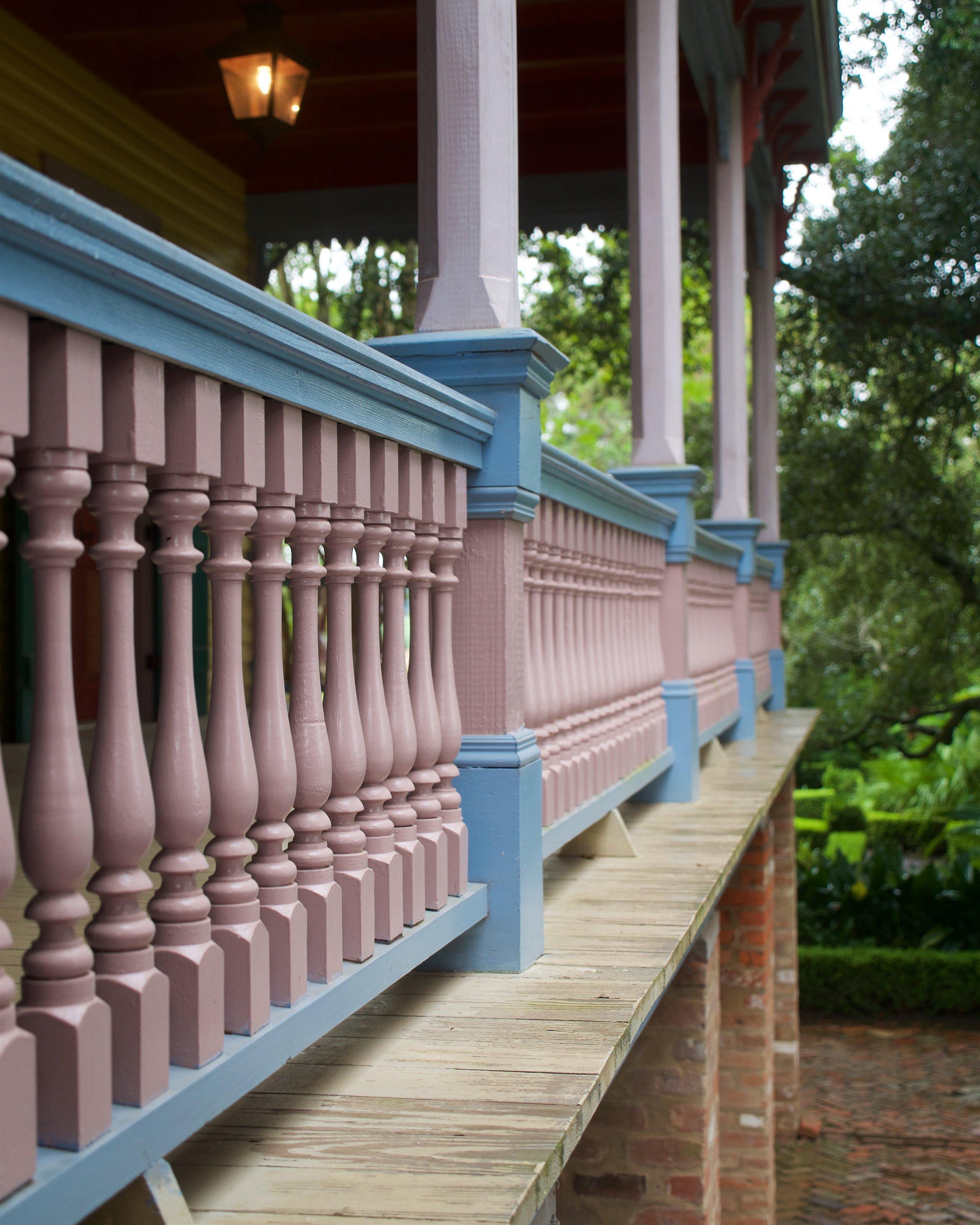 Main floor railing
