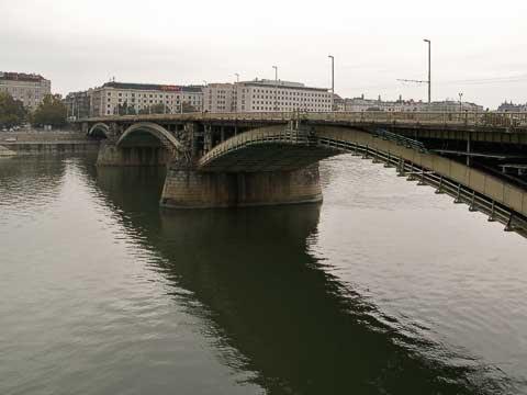 Margaret Bridge under construction