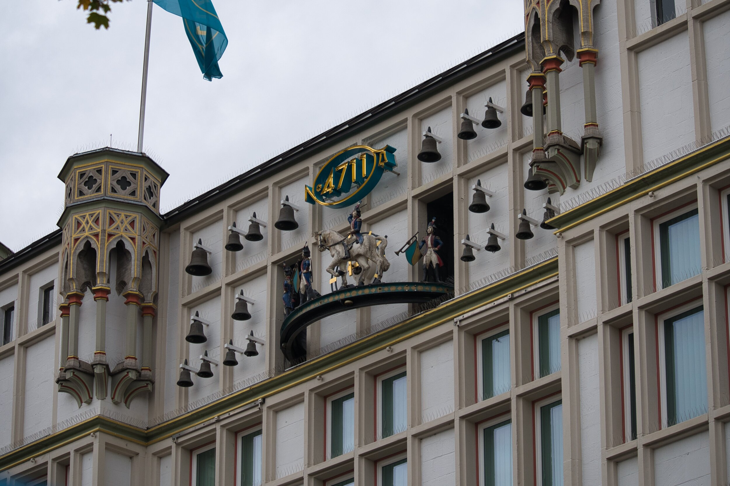 Animated clock on Eau de Cologne building