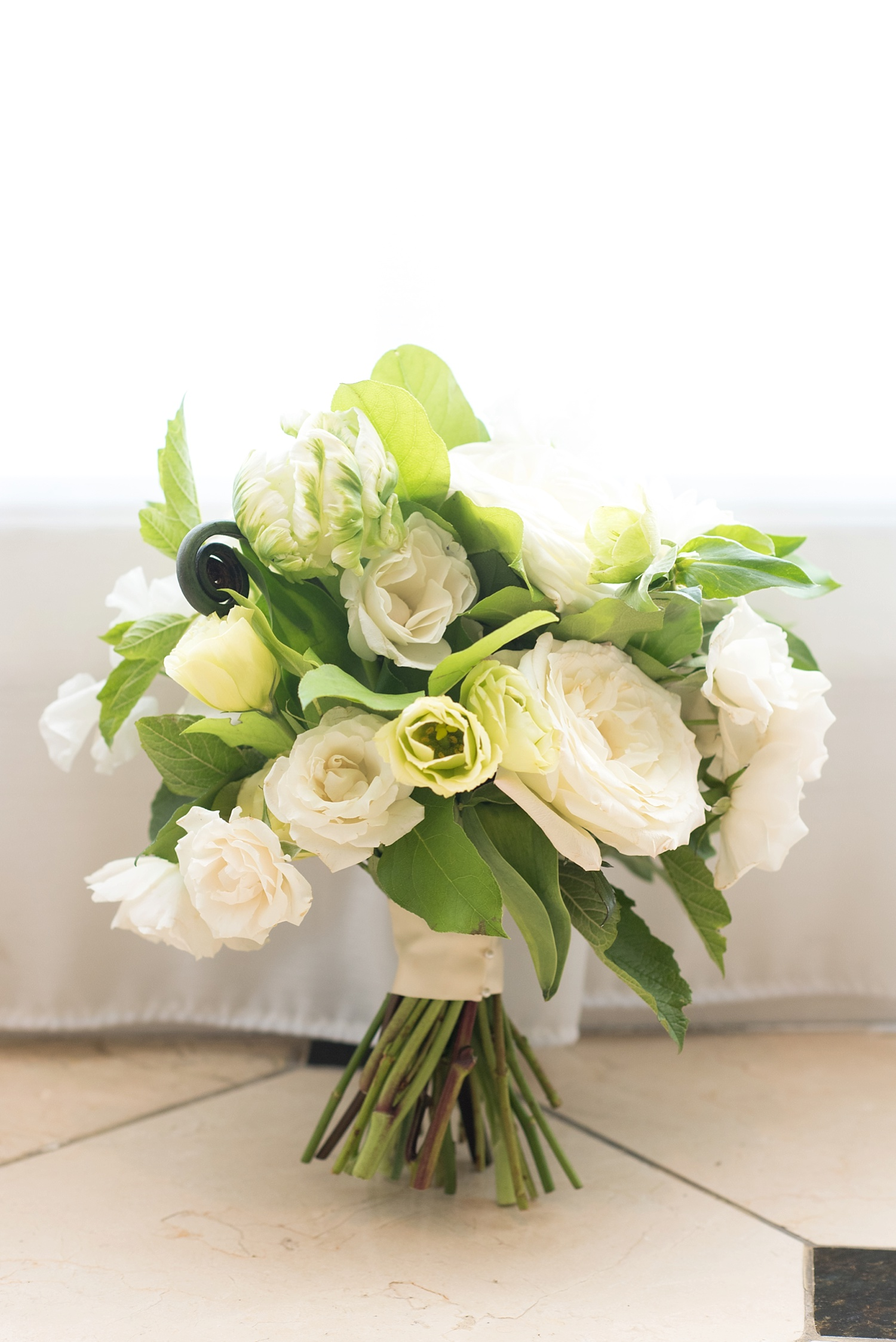 mikkelpaige-full_aperture_floral-pearl_river_hilton_wedding_0012.jpg