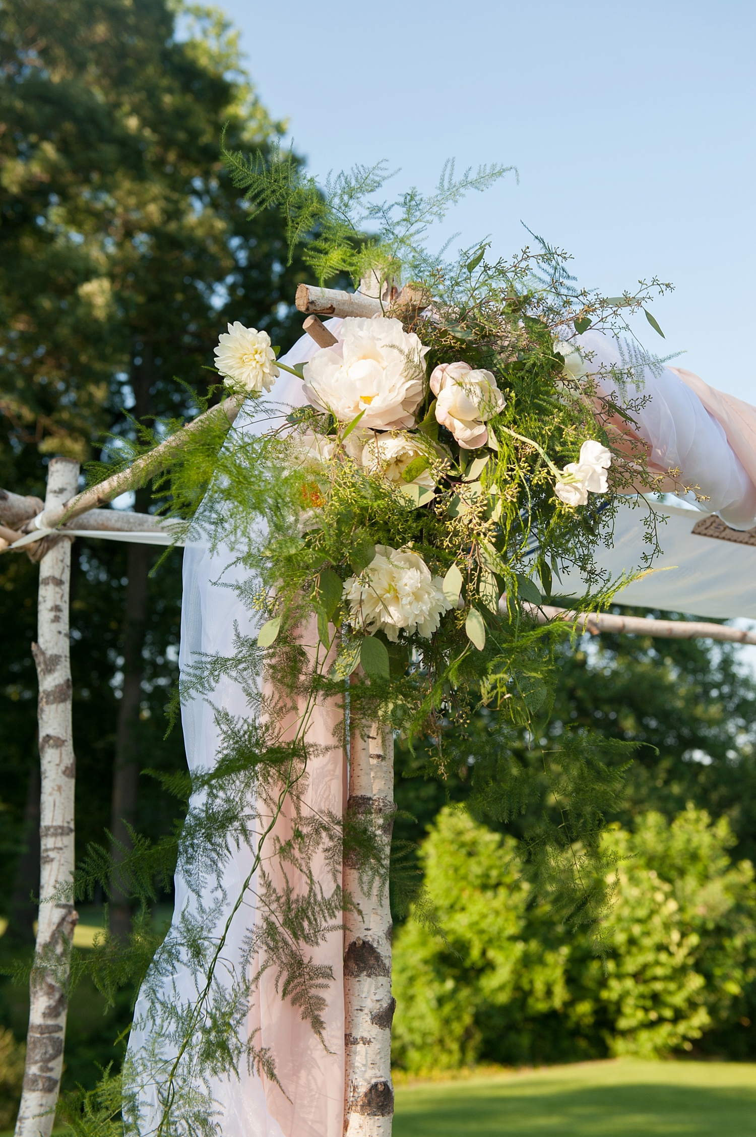 mikkelpaige-full_aperture_floral-pearl_river_hilton_wedding_0021.jpg