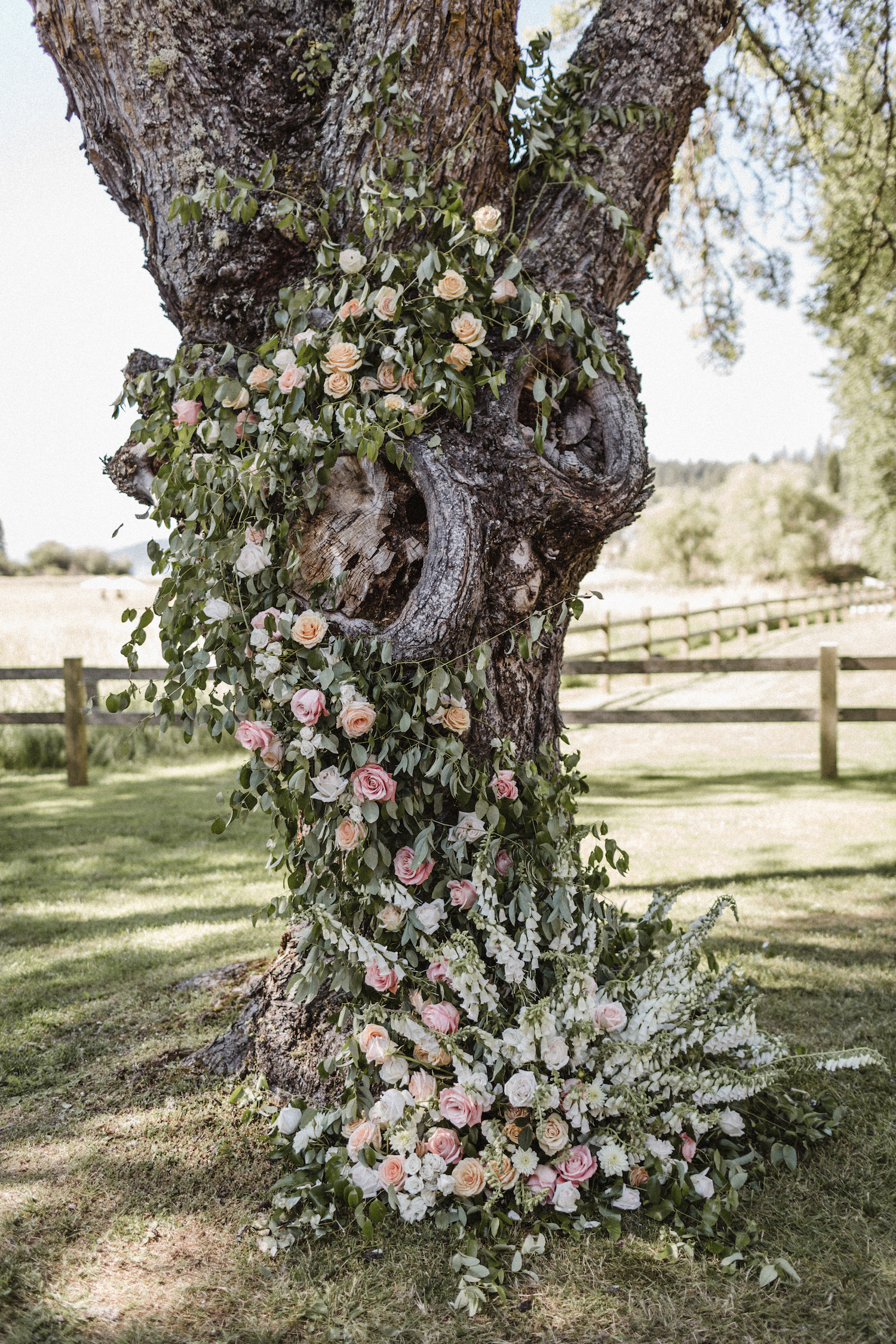 Julianne Hough and Brooks Laich Wedding - Wild Bloom Floral - Sarah Falugo Photography - Simply Troy Event Design 51.jpeg