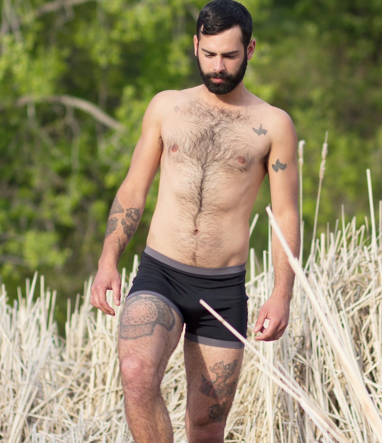—mens bathingsuit:fitted shorts—