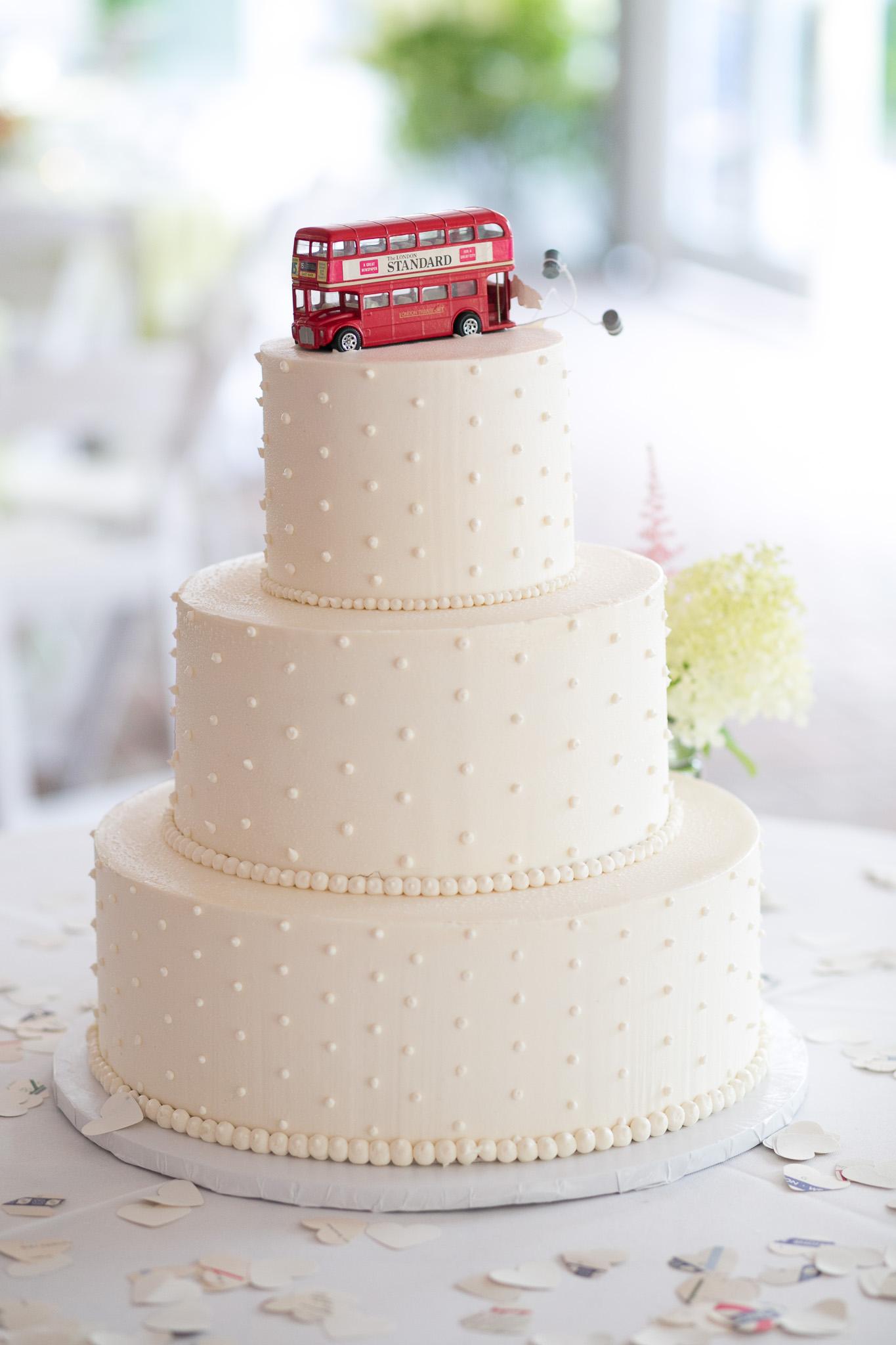 WeddingCakeShotWithEvanHuntWebRes (1 of 1).jpg