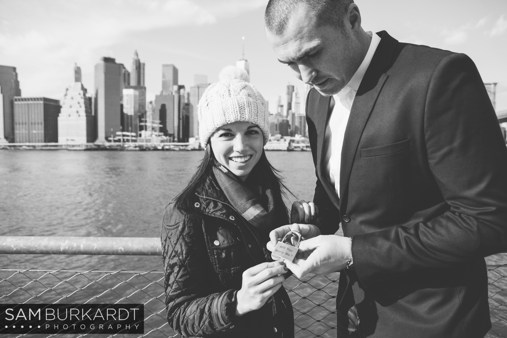 samburkardt_brooklyn_bridge_new_york_engagement_proposal_skyline_0010.jpg