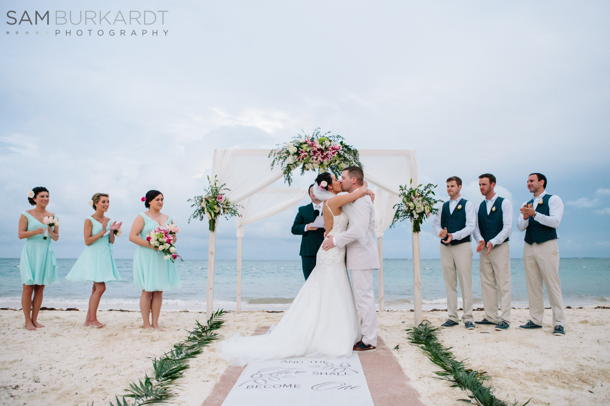 beach-wedding-mexico-first-kiss