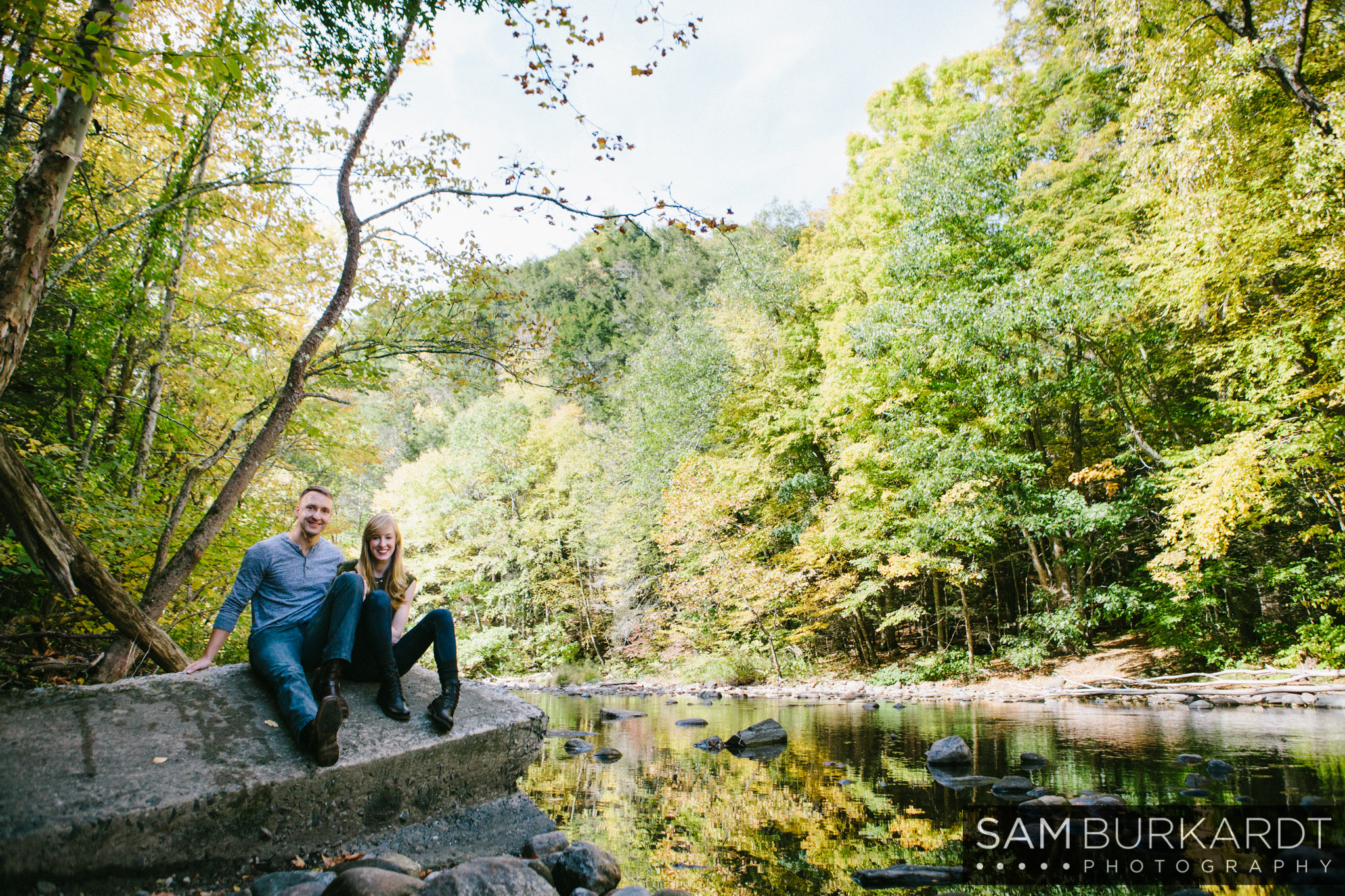 samburkardt-fall-engagement-connecticut-hike-nature_0019.jpg
